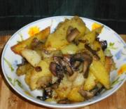 Картошка, жареная с грибами шампиньонами