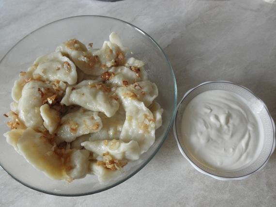 вареники со сметаной с картошкой