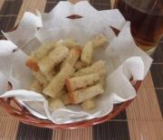 Домашние сухарики с чесноком —  простой рецепт