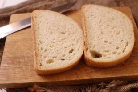 отрезать хлеб