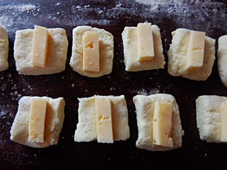 вложить сыр