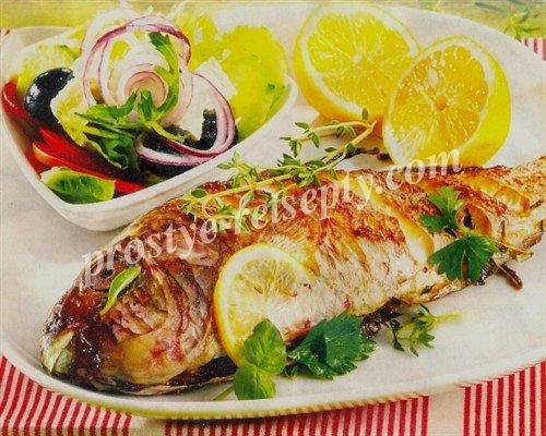 Морская рыба на гриле с салатом