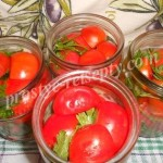 выложить помидоры в банки