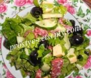 Салат с колбасой, сыром и огурцом