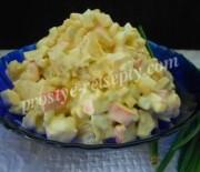 Салат с крабовыми палочками, апельсинами и кукурузой