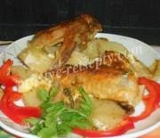 Картошка с куриными крылышками в духовке