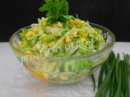салат из пекинской капусты с кукурузой и яблоком