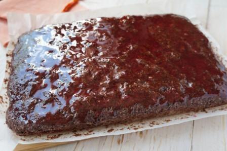 смазать пирог