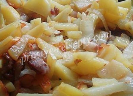 картошка на сале с луком