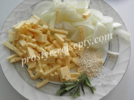 нарезать лук и сыр