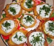 Кабачки жареные в кляре с сыром и чесноком