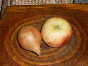 яблоко и лук
