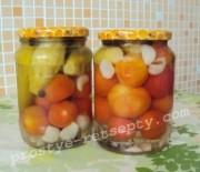 Ассорти из огурцов и помидоров без стерилизации