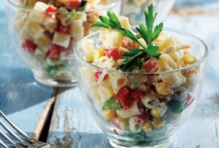 салат с макаронами и овощами на новый год
