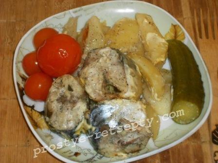 Скумбрия в духовке с картошкой