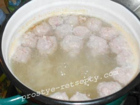 добавить фрикадельки в суп
