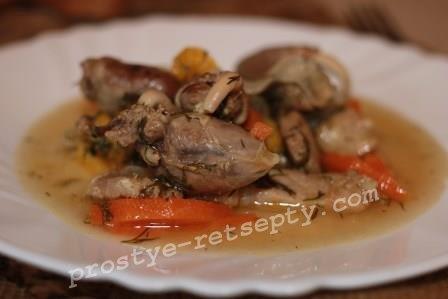 Куриные сердечки с говядиной на сковороде