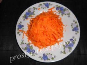 Натотения, тушеная с луком и морковкой
