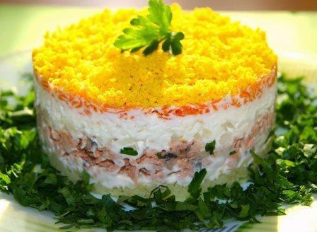 Салат «Мимоза» из консервы — 5 вариантов