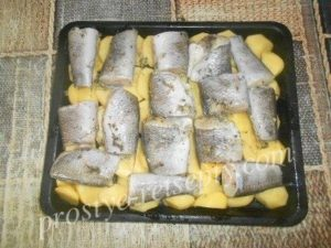 выложить рыбу на картошку