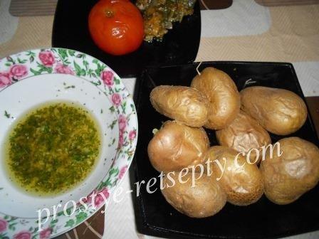 Печеная картошка  в духовке в мундире