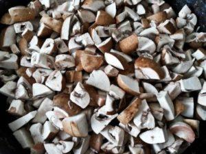 нарезать грибы