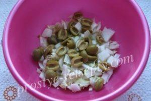 добавить оливки