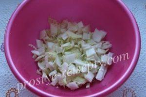 нарезать пекинскую капусту