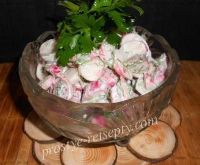 Вкусный салат с редиской и сметаной