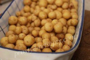 Как приготовить мелкий картофель в кожуре в духовке