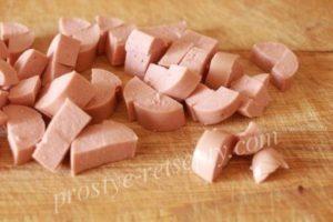 порезать сосиски