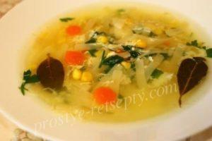 суп с лапшой и яйцом
