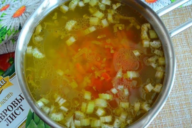 выложить овощи в суп