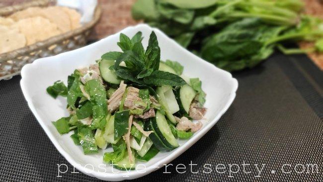 Салат с сельдереем, мясом и брынзой - очень вкусный!