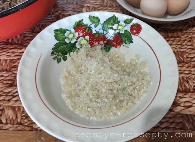 Щавелевый суп с яйцами и сметаной