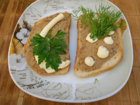 бутерброд с печеночным паштетом