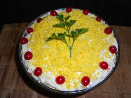 салат с крабовыми палочками маслом и сыром