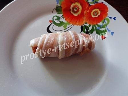 колбаска в беконе