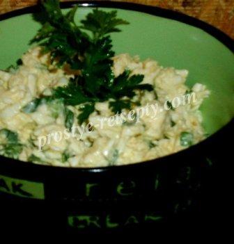 салат черемша с яйцом и сыром