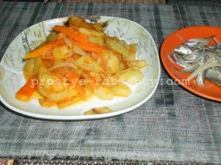жареная тыква с луком и картошкой
