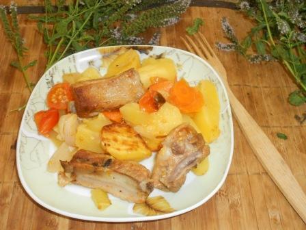 ребра в духовке с картошкой