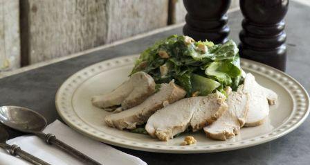салат с курицей и сметанным соусом