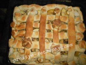 готовый пирог в духовке