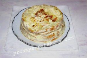обмазать кремом торт