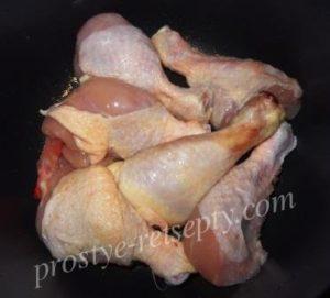 выложить курицу в мультиварку