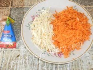 нарезать морковку и сельдерей