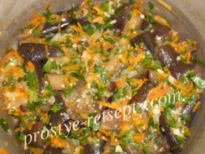 добавить овощи к баклажанам