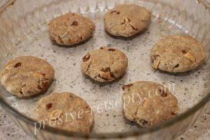 выложить печенье в форму
