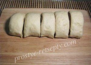 нарезать тесто