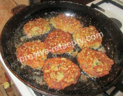 Оладьи из свиной печени с кабачками